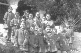 1971. Οι πρώτες μαθήτριες του Δημοτικού Σχολείου της Ι.Μ. Αγίου Στεφάνου