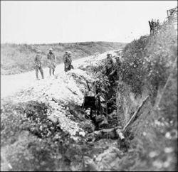 Στρατιώτες της Νέας Γης σε χαράκωμα τροφοδοσίας, στις 1 Ιουλίου 1916.