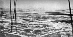Άποψη του πεδίου της μάχης από τον αέρα, όπως την είδε η κάμερα από βρετανικό αερόστατο κοντά στο Bécourt.