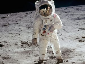 800px-Aldrin_Apollo_11_crop-2