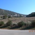 ο οικισμός Κορώνη και απο πίσω το βουνό το οχυρό.