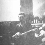 Στη μέση ο Φωτάκης. (Μαξίμ, Θεσσαλονίκη 5.4.1945).
