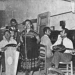 Σουζάνα Λαζαρίδου, Ανδ.Μπαλαγούρας (πιάνο), Σπυρ.Μπαλαγούρας (ακορντ.), και τελευταίος δεξιά ο Λευτέρης Γουναρόπουλος. (Κρήτη 1952).