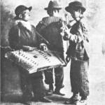 Μια ρουμάνικη κομπανία (σαντούρι, πολυκάλαμος αυλός, βιολί).