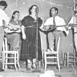 Από κάποια τιμητική. Από τ'αριστερά ο Στέλιος Καζαντζίδης, ο Κ. Καπετάνιος, η Βιολέττα, ο Κλουβάτος και ο Ν.Παπαντωνίου.