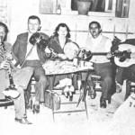 Μήτσος Τζόρας (κλαρίνο), Γ.Πατίδης (βιολί), Κατινάκι, Κοσμάς Κοσμαδόπουλος (μπουζούκι), Τάσος Κόνιαλης (ούτι).