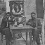 Ο Ρίκος με τον φίλο του - μακαρίτη πλέον - Λευτέρη, στο πανηγύρι της Ζωοδόχου Πηγής, το 1939.