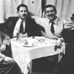 """Ο Γ.Μητσάκης και δίπλα του η Στέλλα Χασκήλ. """"Ενθύμιον από την ταβέρνα ΤΖΙΜΗΣ Ο ΧΟΝΤΡΟΣ. ΜΕ ΤΟ ΣΥΓΚΡΟΤΗΜΑ ΜΗΤΣΑΚΗ"""" (1949 - 1950)."""