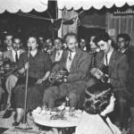 Από τ'αριστερά: Μήτσος Λαβίδας (βιολί), Στ. Χασκήλ, Οδ. Μοσχονάς, Ιορδάνης (μπουζούκι) (ΠΑΠΑΡΟΥΝΑ, Ν.Ιωνία, 1953).