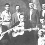 Ο Γενίτσαρης, ο Μπιρ Αλάχ και ο Τσαγκάρης (καθιστοί) σε φωτογραφία του 1942.