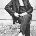 Ο ξακουστός τραγουδιστής Αντώνης Διαμαντίδης (Νταλγκάς) το 1930.