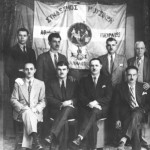 Το συμβούλιο του συνδέσμου μουσικών. Καθιστοί: Γιάννης Βουγιούκας (Μπουνάρμπασλής), Γιάννης Ζαφειρόπουλος, κάποιος άγνωστος και ο Γιάννης Ογδοντάκης. Ορθιοι: κάποιος άγνωστος, Γρηγόρης Ασίκης, Βαγγελάκης Σωφρονίου και κάποιος άλλος άγνωστος (1935).