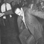 Ο Παπαϊωάννου χορεύει ζεϊμπέκικο στην Ινσταμπούλ.