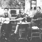 Από τ'αριστερά: Γιώργος Βαρλάμης, Μήτσος Παπασίκας, Γιώργος Κατσαμπέκης (1938).