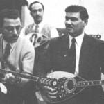 """Από τ'αριστερά: Ηλίας Ποτοσίδης, Παναγιώτης Σαρίκας, Απόστολος Χατζηχρήστος. Στην """"Τριάνα"""" του Χειλά, με το συγκρότημα Παπαϊωάννου."""