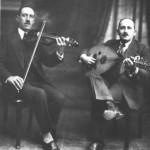 Ο Σέμσης μαζί με κάποιον άλλον οργανοπαίχτη (ούτι) το 1928.