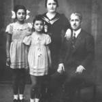 Ο Λάμπρος Σαβαίδης (γνωστός ως Λάμπρος με το κανονάκι) με την οικογένεια του (1938).