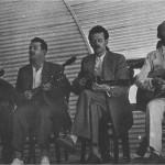 Ο Μίγκος, ο Χριστάκης, ο Τσιτσάνης και ο Σκύλος (Μήτσος Χρίστου) στη Θεσσαλονίκη (1948 ή 1949).