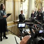 Η Σάρα Ντάνιους, εκπρόσωπος της Σουηδικής Ακαδημίας ανακοινώνει το Νομπέλ Λογοτεχνίας για το 2017 (Reuters)