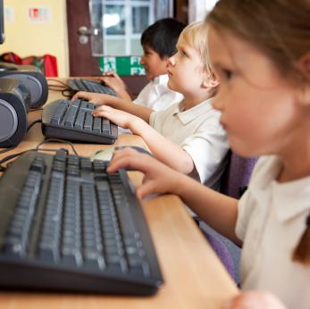kid-on-computers